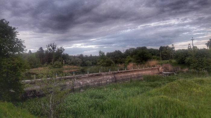 Старая польская дамба на речке Иква в городке Млинов Река, Дамба, Начинающий фотограф, Вечер, Природа