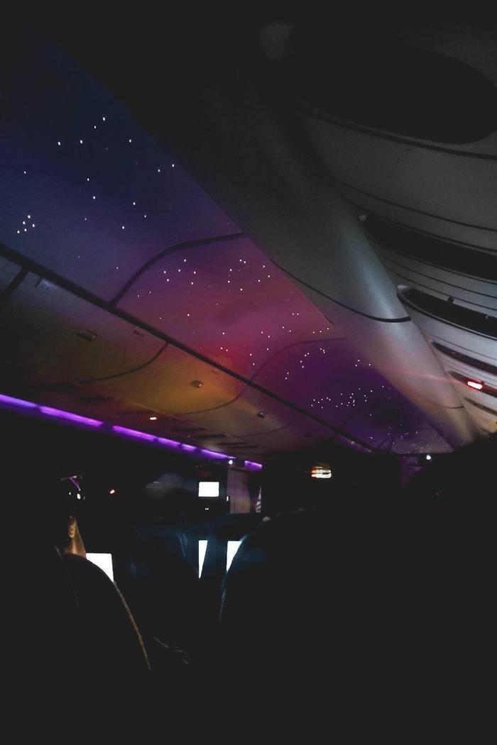 Моделируемое ночное небо на борту самолёта