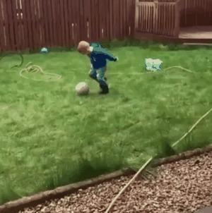 Когда вышел поиграть в футбол с сыном.
