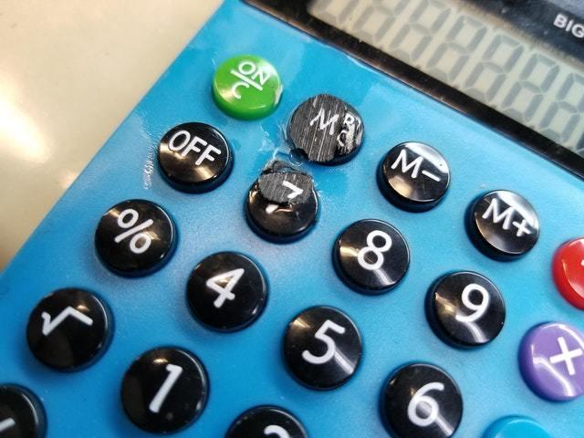 Калькулятор, в котором цифры не стираются со временем