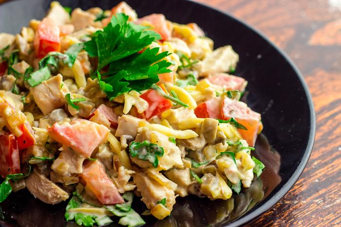 Куриный салат с шампиньонами и помидорами Рецепт, Видео рецепт, Салат, Салат с курицей, Шампиньоны, Сыр, Майонез, Видео