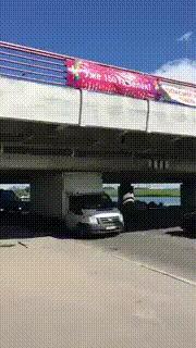 Под «Мостом глупости» проехала первая газель Мост глупости, Санкт-Петербург, Газель, Мост, Гифка