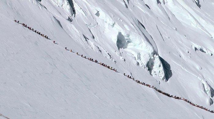 Чтоб вы понимали, что такое коммерческое восхождение на Эверест. Это очередь на величайшую вершину мира. Фотография, Очередь, Туризм, Альпинизм, Горы, Люди, Эверест