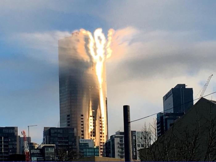 Просто солнечный блик на здании казино в Мельбурне, Австралия.