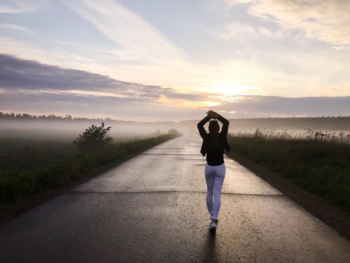 Галочка в списке планов +1 Рассвет, Утро, Туман, Девушки, Я ежик в тумане, Красота, Лето