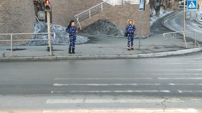 Когда пешеходник кажется невероятно узким, а время идет чертовски медленно)