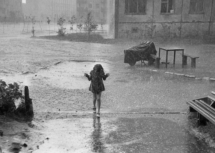 Внезапный дождь Девочка, Дождь, Фотография, Плёнка