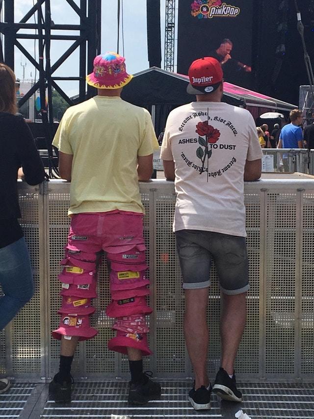 Этот парень сделал штаны из шляп Шляпа, Штаны, Необычное, Одежда
