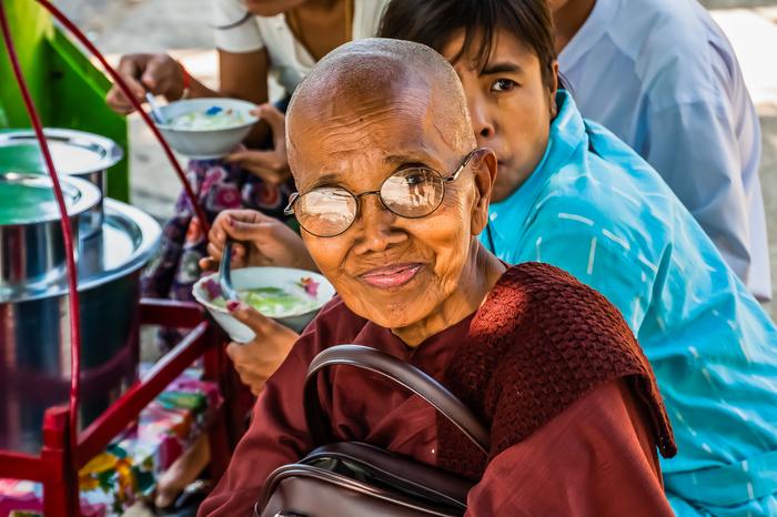Счастливая монахиня Мьянма, Янгон, Монах, Буддизм, Портрет