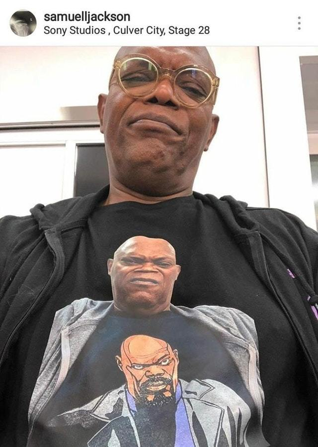 Сэмюэл Л. Джексон в футболке с самим собой, надевшим футболку с самим собой