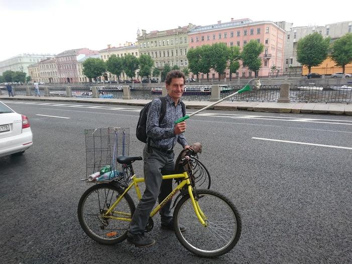 Француз убирает улицы Питера от мусора. экология, инициатива, случайность, пример для подражания