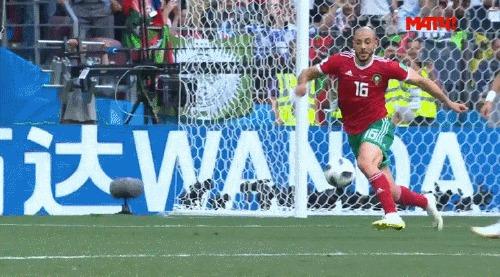 Позорная симуляция Роналду в матче с Марокко Спорт, Футбол, Чемпионат мира по футболу 2018, Криштиану Роналду, Симуляция, Нырок, Фу таким быть, Гифка