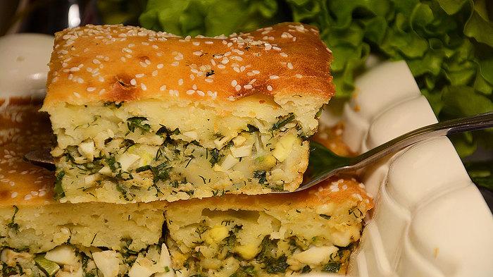 Заливной пирог на кефире с яйцами и зеленым луком. Готовить проще простого Кулинария, еда, рецепт, пирог с луком и яйцом, заливной пирог, пирог на кефире, видео, длиннопост