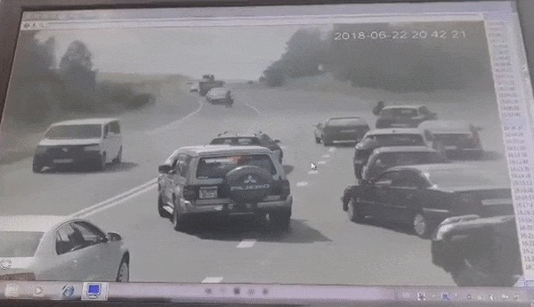 БМП раздавила легковой автомобиль на выезде из Гродно Беларусь, Гродно, Бмп, ДТП, Видео, Длиннопост, Гифка