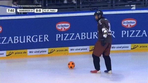 Идеальный вид спорта: футбол на льду Гифка, Футбол, Хоккей, Спорт, Германия, Видео, Reddit