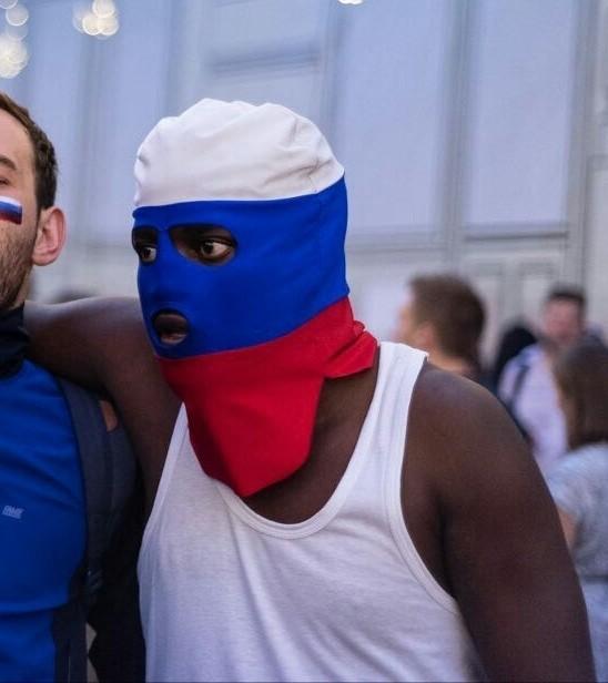Негр в маске