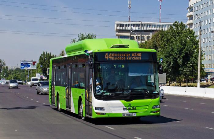 Из-за аномальной жары, в автобусах Ташкента пассажирам начали раздавать бесплатную питьевую воду Ташкент, Жара, Чилля, Автобус, Бесплатная вода
