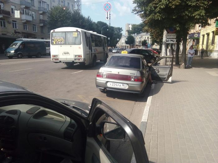 Наглые таксисты. Наглость, Остановка, Автобусная остановка, Такси, Автохам, Воронеж, Негатив