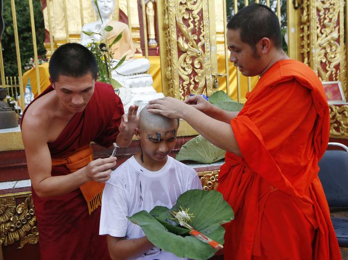 Их нравы (с) Лига психотерапии, Таиланд, Спасение детей в Таиланде, Буддийские монахи, Травма, Длиннопост