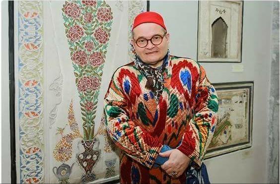 Историк моды Александр Васильев рассказал в интервью, почему россияне одеваются безвкусно