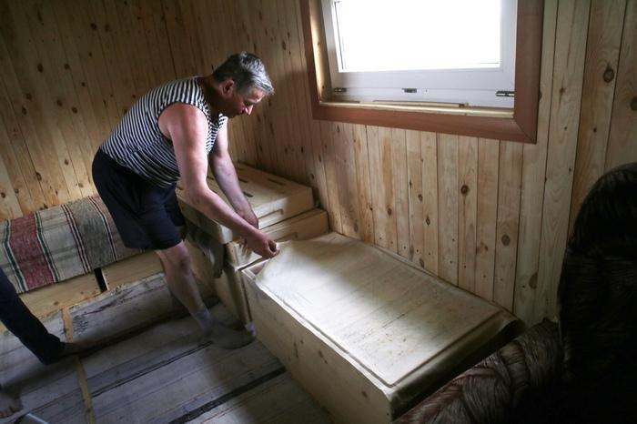 В Челябинской области мужчина построил гигантский улей, куда приводит родственников для релаксации Челябинск, Пчелы, Улей, Спа, Трофимчук, Длиннопост