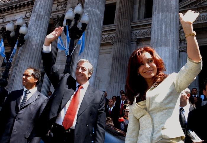 В Аргентине водитель чиновников несколько лет записывал все развезённые взятки. Это привело к арестам 12 человек Новости, Взятка, Водитель, Аргентина, Суд, Tjournal, Длиннопост, Коррупция