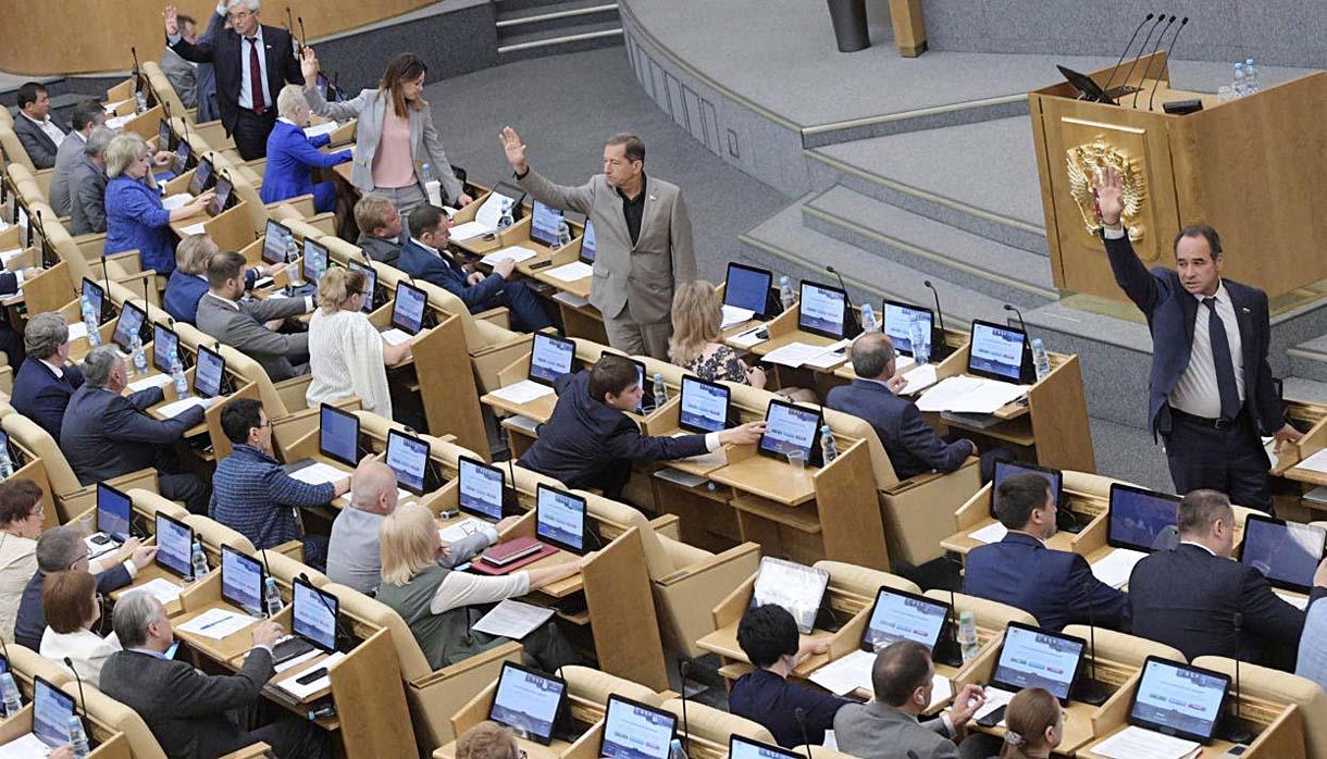 Госдума приняла законопроект о порядке налогообложения выплат контрактникам