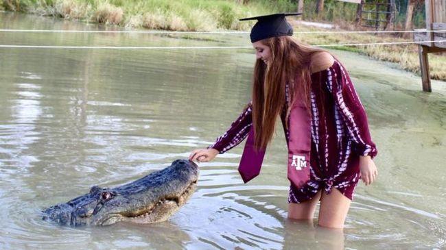 Студентка из США сфотографировалась с аллигатором. Аллигатор, Питомник, Животные, Длиннопост