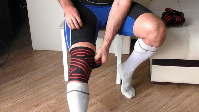Стоит ли использовать коленные бинты при приседаниях Спорт, Тренер, Спортивные советы, Бинт, Суставы, Боль, Тренировка, Исследование, Длиннопост