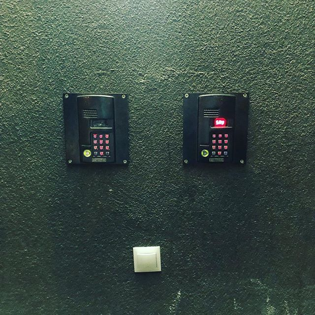 2 домофона на 1 двери Домофон, Как открыть домофон, Выключатель