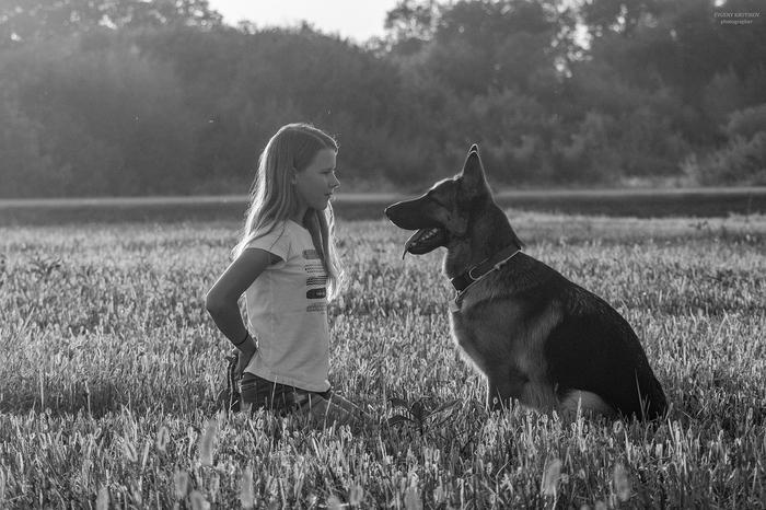 Девочка и её собака.