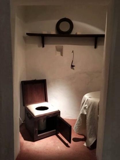 Картинки по запросу уборные стулья-горшки во дворце