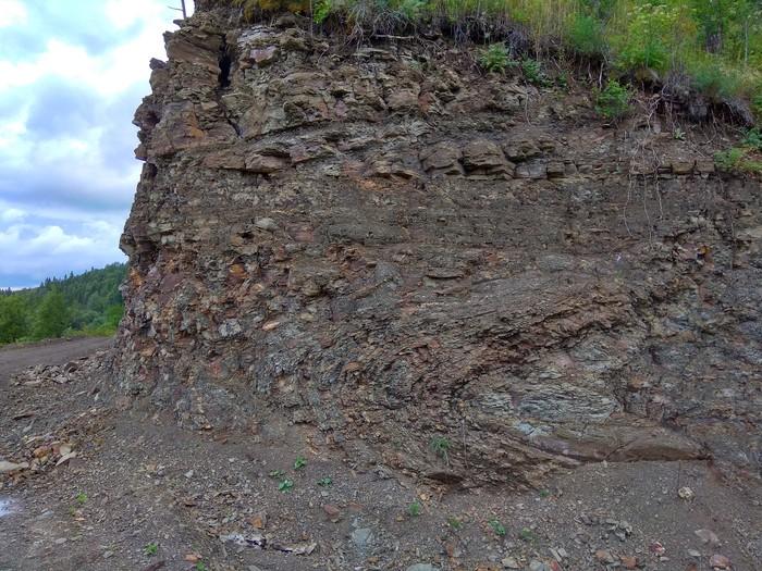 Лежачая складка. Свердловская область, Шалинский район. Геологи, Горные породы, Длиннопост