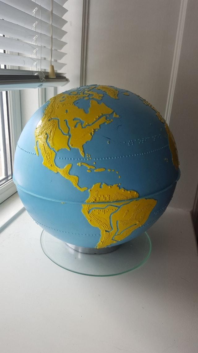 Глобус для слепых со шрифтом Брайля