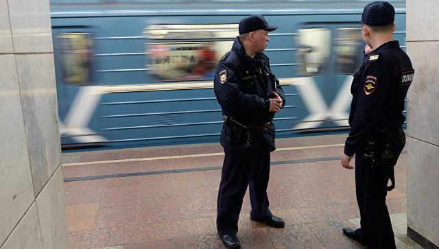 В московском метро мужчина застрелил полицейского из его же пистолета. Метро, МВД, Убийство, Москва, Московское метро, Стрельба, Новости