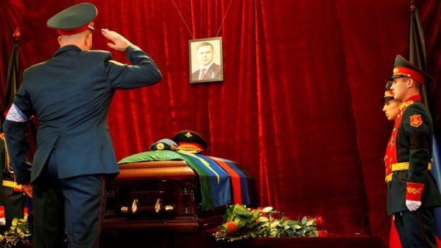 """Зрада от BBC NEWS: """"Массовое посещение похорон Донецкого ПОВСТАНЦА Захарченко"""" Украина, Политика, Захарченко, Зрада, BBC World News, Длиннопост"""