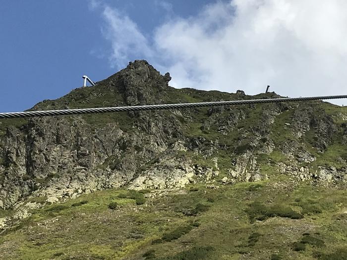Зачем в вершину горы монтируют трубы? Горы, Конструкция, Непонятно, Для чего?