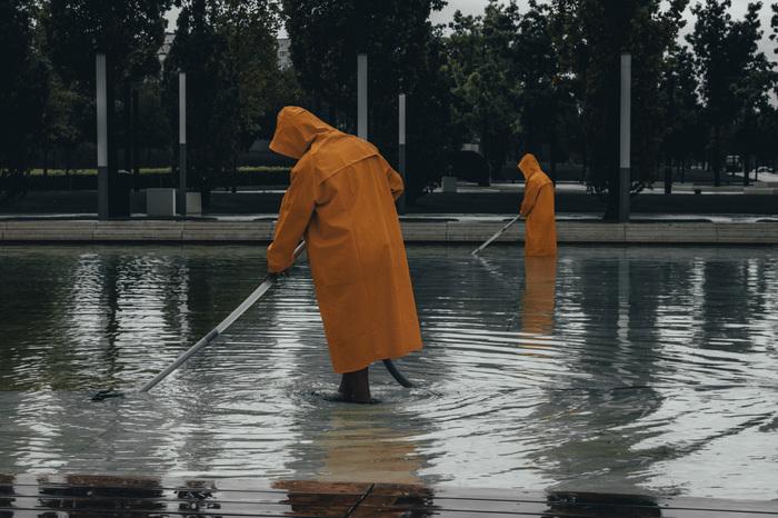 Ты доволен? Теперь мы пылесосим воду в дождь?
