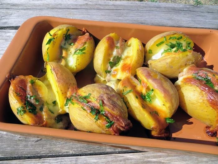 Проще пареной репы - ленивый ужин! Картошка с колбаской и сыром в духовке Еда, Картофель, Вкусно, Готовка, Рецепт, Видео рецепт, Другая кухня, Длиннопост, Просто, Видео