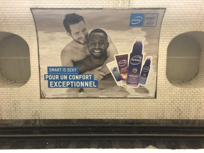 Реклама в парижском метро