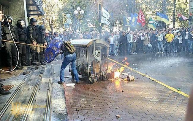 Клин клином вышибают: в Киеве полиция штурмует офис националистов, которые ранее штурмовали Генпрокуратуру Украина, Националисты, Штурм, Киев, Беспорядки, Длиннопост, Политика