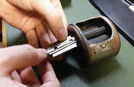Старая точилка для лезвий