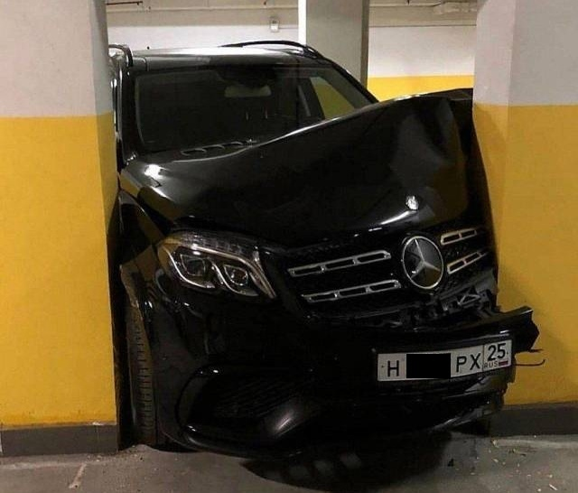 Дорогостоящая авария на парковке Авария, Парковка, Фотография
