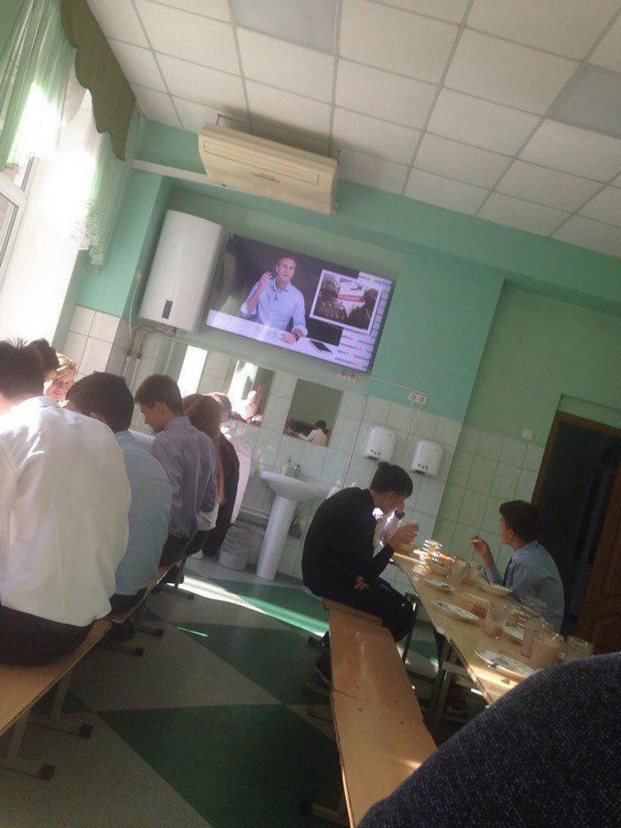"""Работает на """"электорат"""". Алексей Навальный, Электорат, Политика, Школа, Столовая"""
