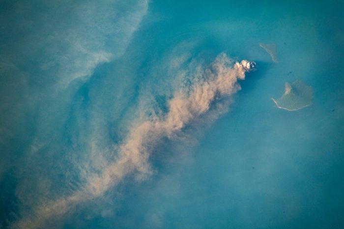 ВулканАнак-Кракатау с борта МКС Вулкан, Фотография, География, Гифка, Длиннопост, МКС