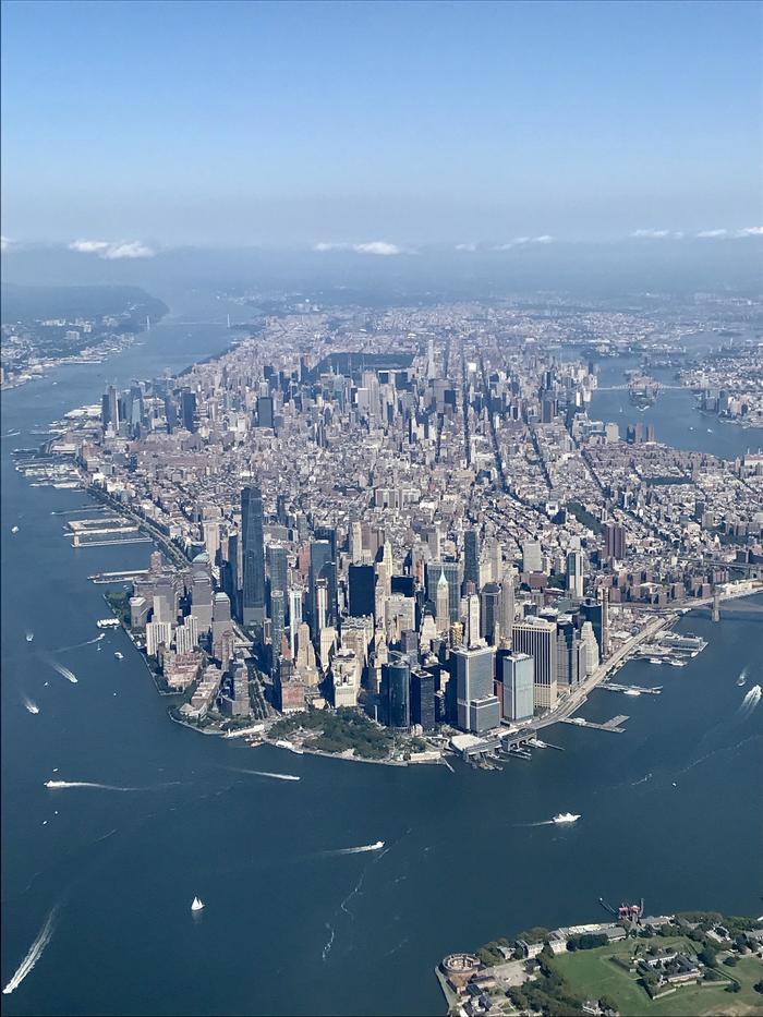 Манхэттен из иллюминатора самолёта