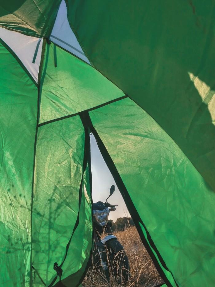 Парочка в палатке член, частные секс фото жен в троем