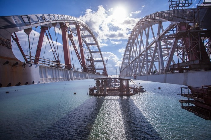 «Ничего страшного»: инцидент с Крымским мостом не повлияет на сроки строительства Крымский мост, Строительство