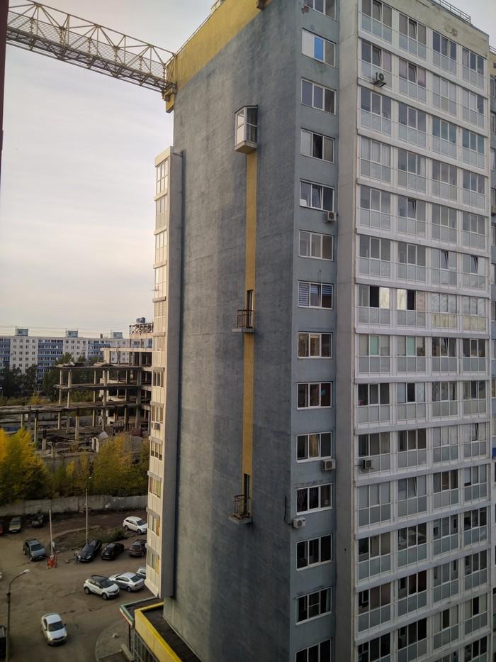 Каков смысл балконов с торца дома? Здание, Балкон, Безопасность, Вопрос к пикабушникам, Длиннопост