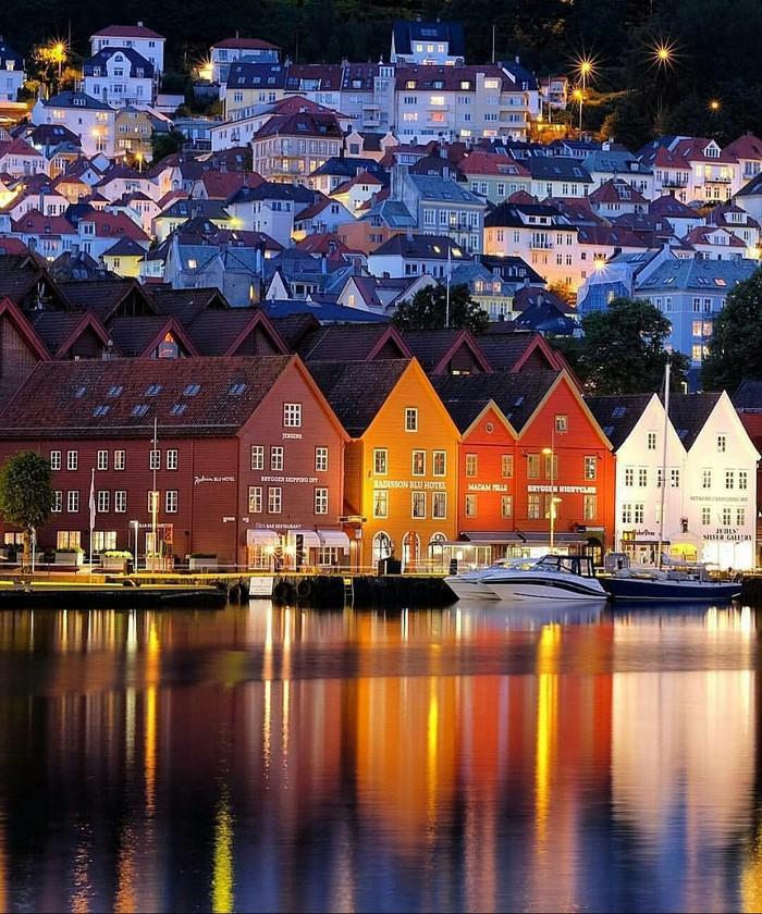 Ночной Берген, Норвегия.